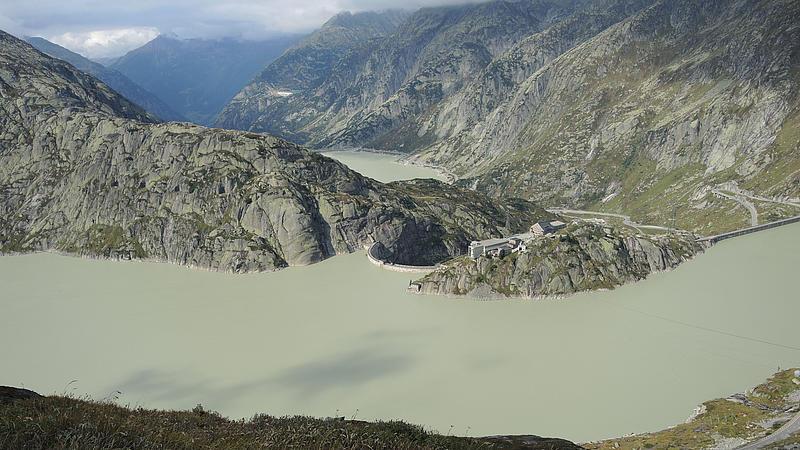 Blick auf das Oberbecken des Kraftwerks Grimsel 2