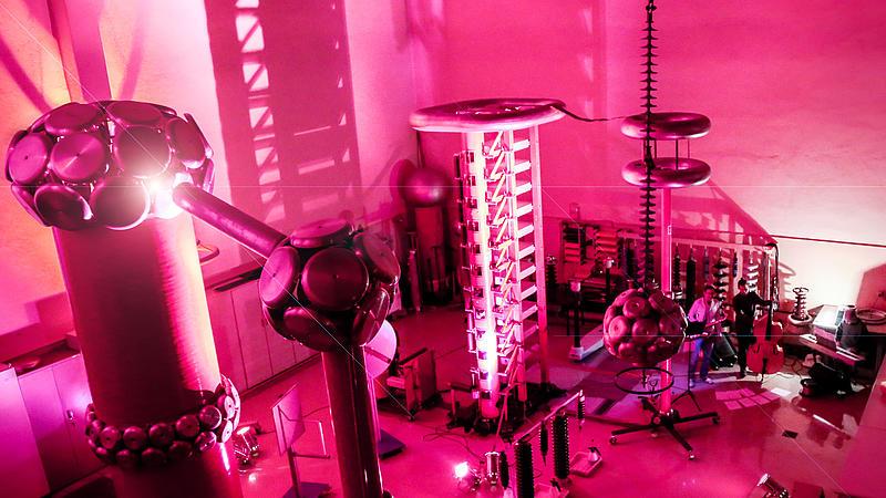 Eine explosive Mischung - Am Samstag, den 29.10.2016, trifft in der Hochspannungshalle der HSZG Jazz auf Technik