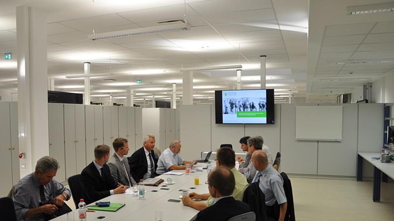 Mitglieder des VDE Bezirksvereins Dresden e.V. sind der Einladung des Dekans der Fakultät EI an die HSZG gefolgt
